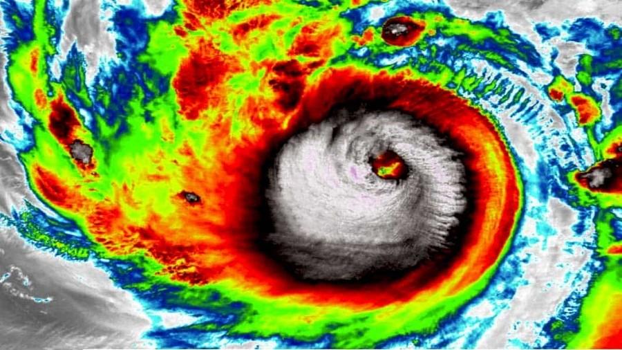 Zdjęcie satelitarne cyklonu Amphan. Fot. NASA / NOAA.